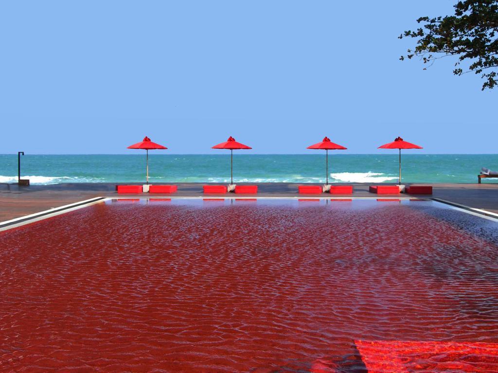 Красный бассейн