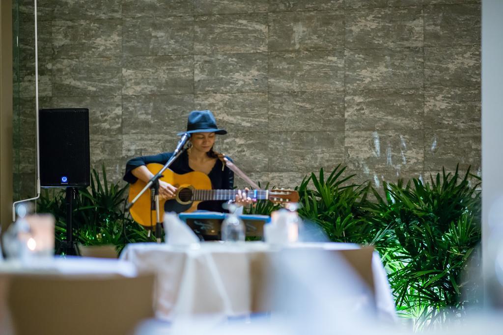 Живая музыка в отеле