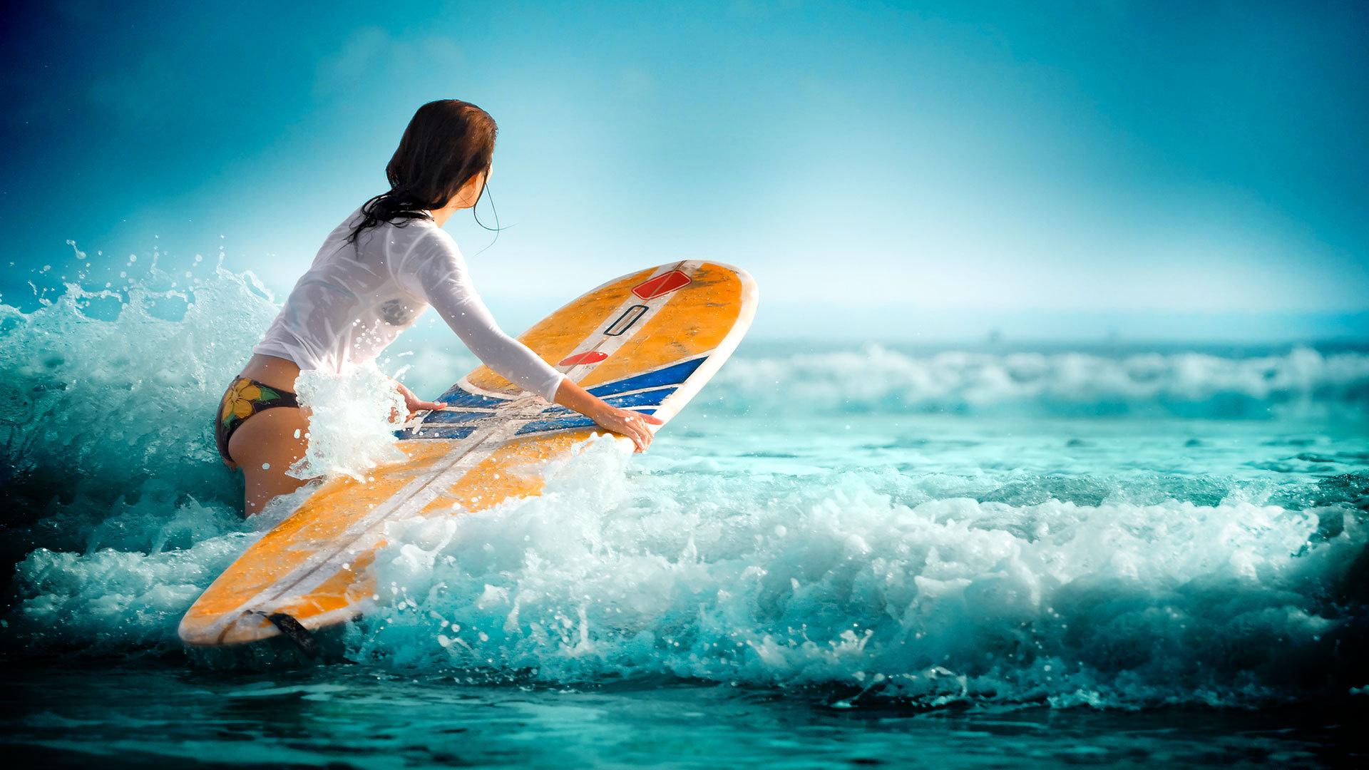 Sport-Girl-Surfing-Waves-Wallpaper (2)