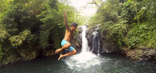 Прыжок с водопада